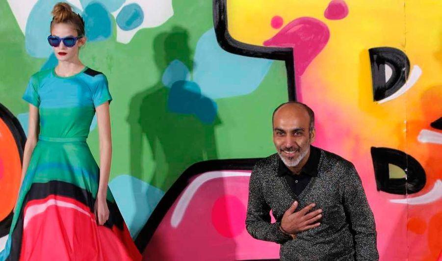 Le créateur indien connaît un franc succès avec sa marque éponyme, créée en 1997 en Inde, et présentée à la Fashion Week londonienne depuis 2006, et à Paris depuis 2007. Le «John Galliano de l'Inde», comme il est surnommé, a ensuite été nommé à la direction artistique de Paco Rabanne en 2011. En deux saisons, l'artiste ambitieux aura ressuscité la marque, avant de voler vers de nouveaux horizons…
