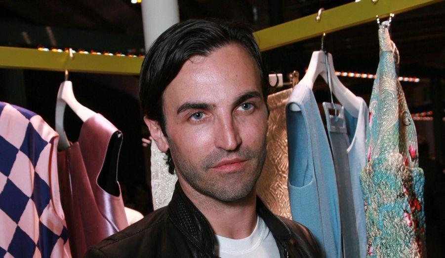 Le Français de 41 ans et Balenciaga avaient annoncé, prenant tout le monde de court, la fin de leur collaboration le 5 novembre 2012. En 15 ans à la tête de la maison, il avait fait plus que redorer son blason: il en a fait l'une des incontournables du monde de la mode.