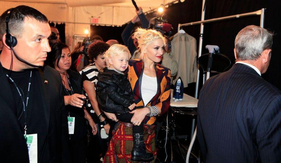 Gwen Stefani et son fils cadet Zuma, deux ans, dans les coulisses du défilé LAMB.