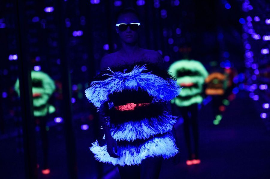 Pour le clou du spectacle, couleurs fluorescentes, orange rose ou bleu.