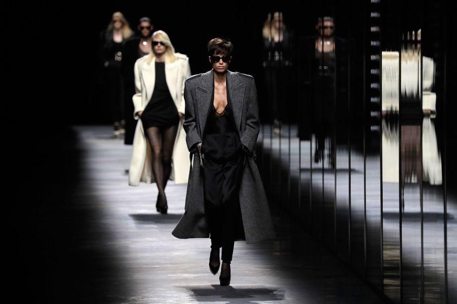 La maison Saint-Laurent a présenté sa collection automne-hiver 2019-2020 le 26 février à Paris.