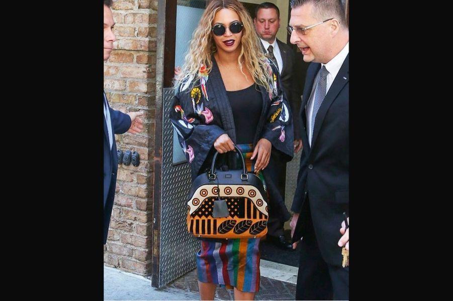 Beyoncé en kimono et jupe de la marque Seraka, à New York, en juin 2016.