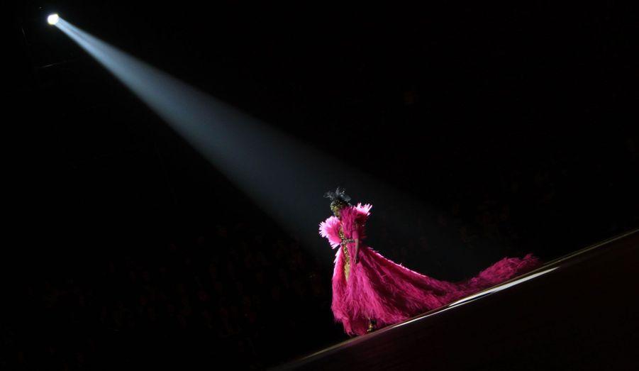 Une robe colorée du créateur Qi Gang.