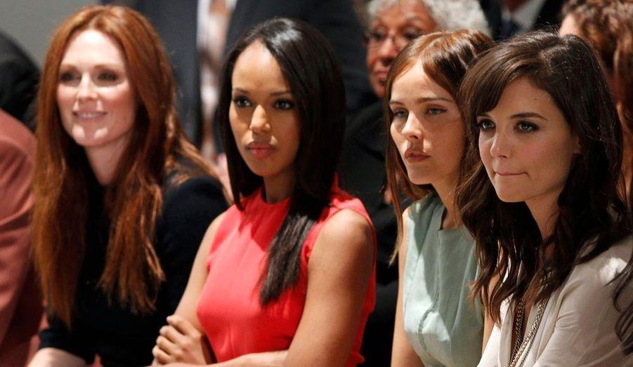 Les actrices Julianne Moore, Kerry Washington, Isabel Lucas et Katie Holmes étaient assises au premier rang du défilé Calvin Klein à la Fashion Week de New York, hier.
