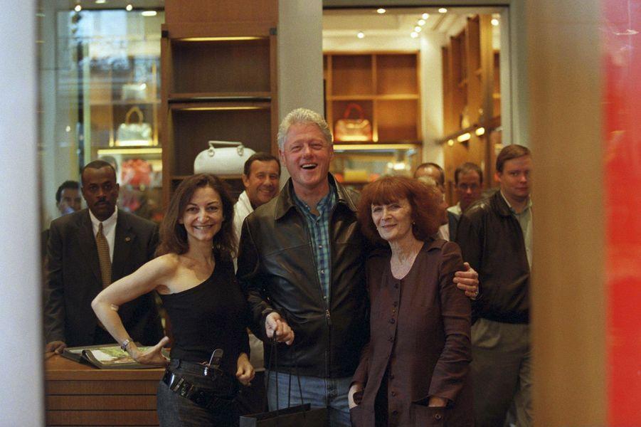 Bill Clinton à Paris avec Sonia Rykiel et sa fille Nathalie, en juin 2001.