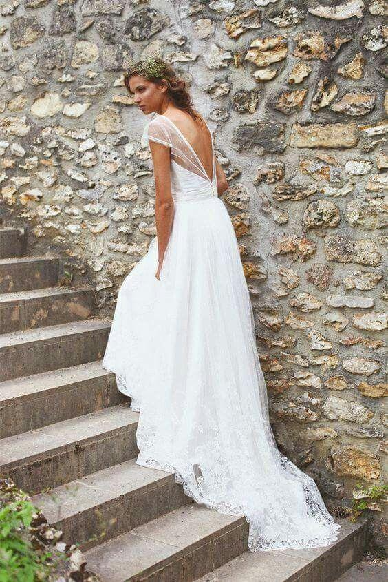 Robe de mariée dos nu et dentellehttps://www.pinterest.fr/pin/81346337002834188/