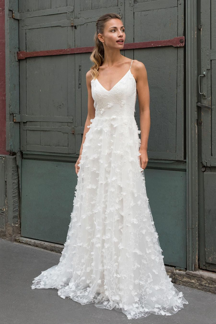 Robe de mariée à bretelles fines https://www.pinterest.fr/pin/538672805422075598/