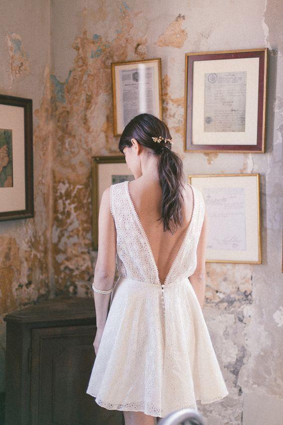 Robe de mariée courte et dos nuhttps://www.pinterest.fr/pin/528328600028195845/