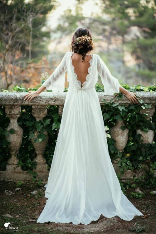 Robe de mariée manches longues et dos nuhttps://www.pinterest.fr/pin/790381803324741504/
