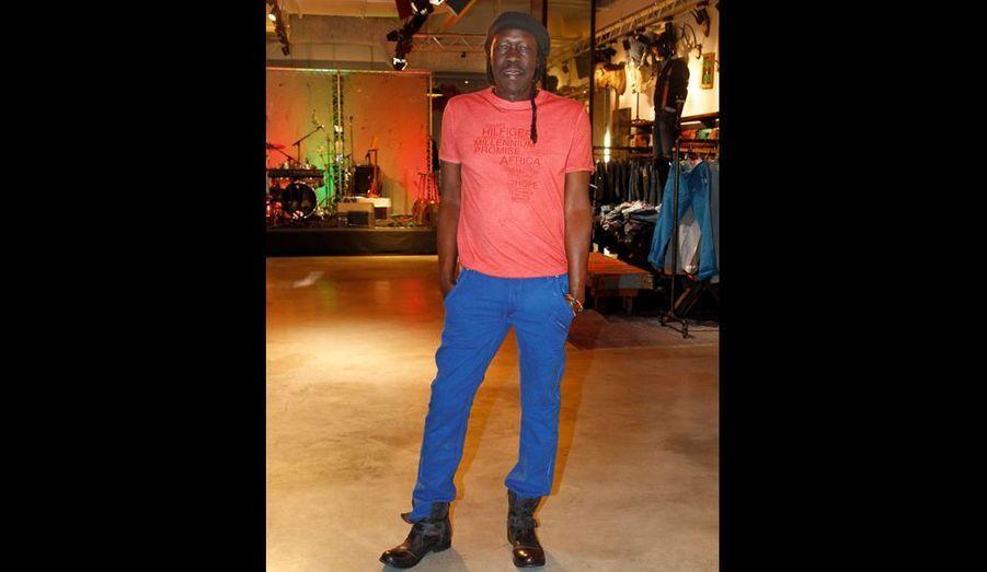 Geoffrey Oryema vit en Normandie et rêve de retourner en Ouganda.
