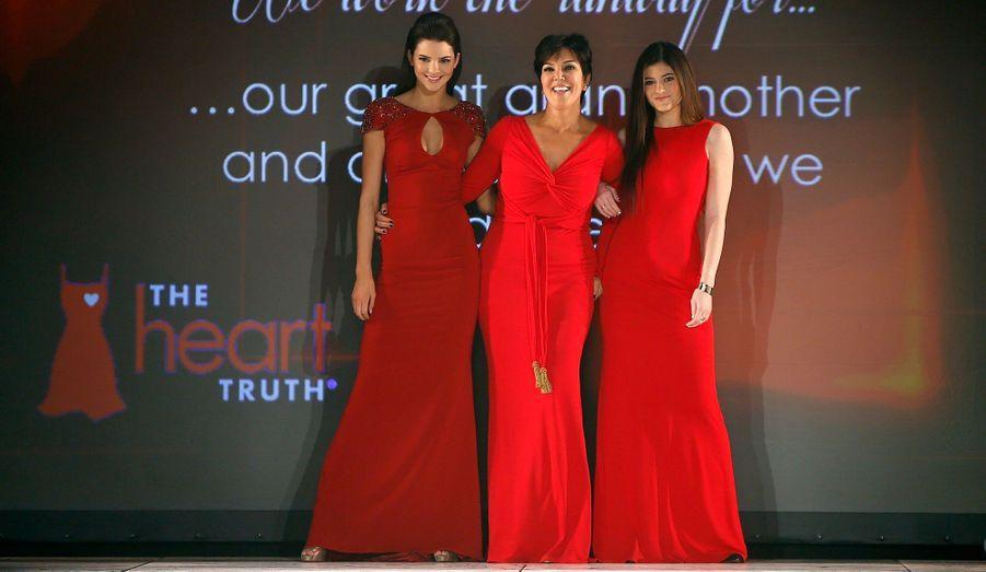 La mère du clan Kardashian, Kris Jenner, entourée de ses deux cadettes Kendall et Kylie Jenner.