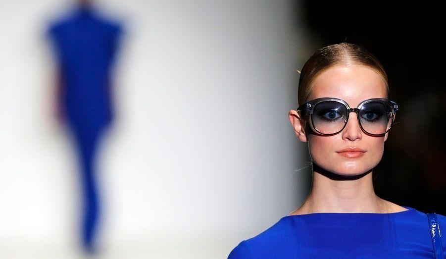 A peine la fashion week londonienne achevée que les regards sont déjà tournés vers Milan. Pour ce premier jour de la semaine de la mode italienne, un grand nom était au programme: Gucci. La créatrice Frida Giannini a signé une collection printemps-été colorée, où les volants ont la part belle. Retour en images sur le défilé.