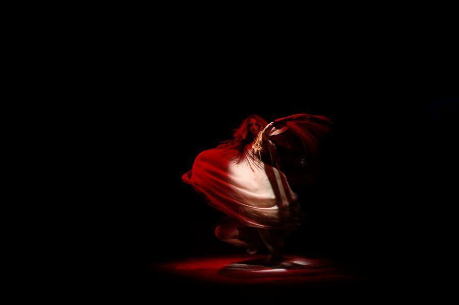 Lily Cole en plein show pour Vivienne Westwood Red Label