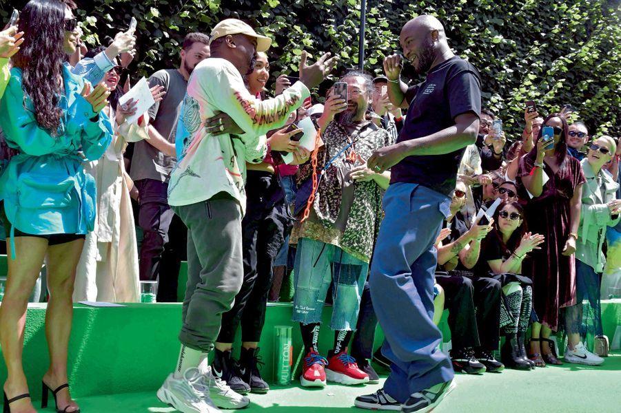 La fierté de Kanye West et Virgil Abloh, sous le regard de l'artiste japonais Takashi Murakami.