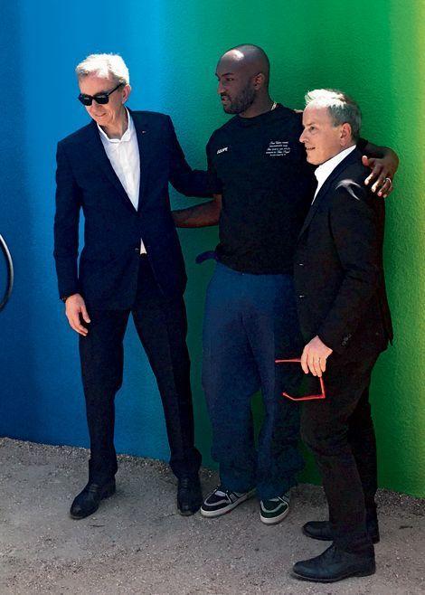 Avec Bernard Arnault et Michael Burke, P-DG de Louis Vuitton, qui a intronisé Virgil Abloh dans la mode.