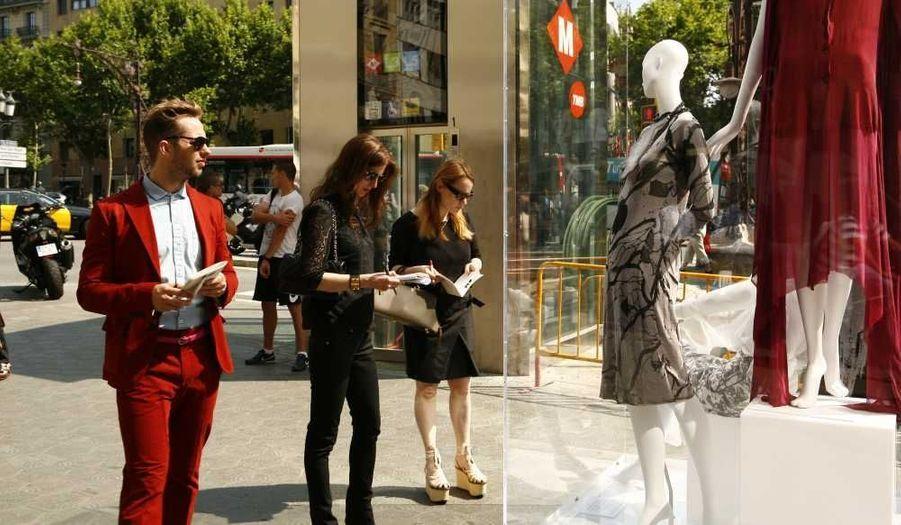 Derek Blasberg, éditeur de Harper's Bazaar, V Magazine et VMAN, Colleen Sherin, directrice de mode de Saks Fifth Avenue, et Lena Lumelski, gagnante de la dernière édition des MANGO Fashion Awards