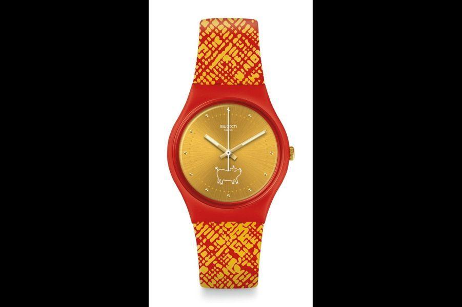 Gent Gem of the Year en plastique, 39 mm de diamètre, cadran doré avec un petit cochon dessiné à 6 heures, bracelet en silicone. Swatch.