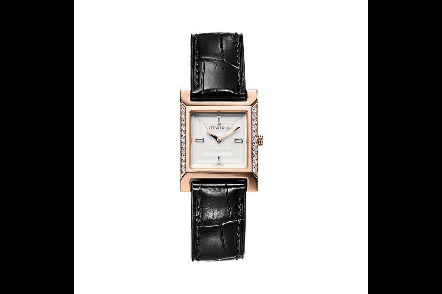 1837 Makers en or rose, brancards sertis de diamants, 22 x 22 mm, cadran guilloché à quatre index diamants baguette, mouvement à quartz, bracelet en alligator.10 500 euros. Tiffany & Co.