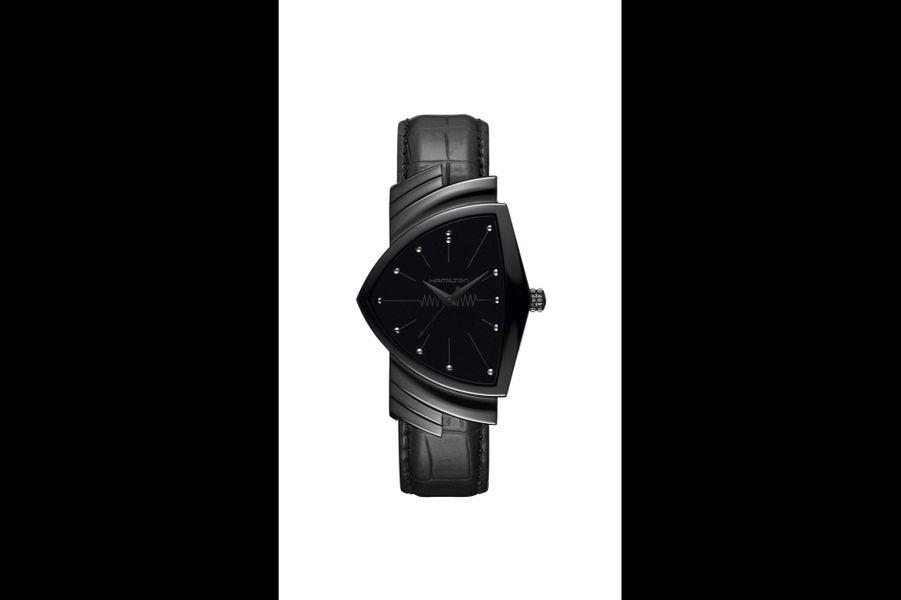 Ventura en acier PVD noir, 32 x 50 mm, mouvement à quartz, bracelet en alligator. Hamilton, 845 €.