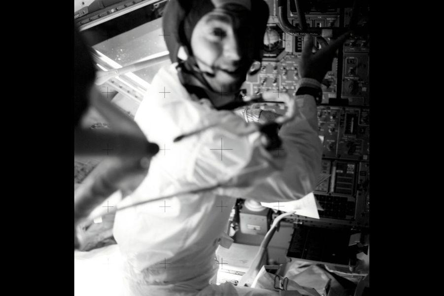 James Lovell dans la capsule.