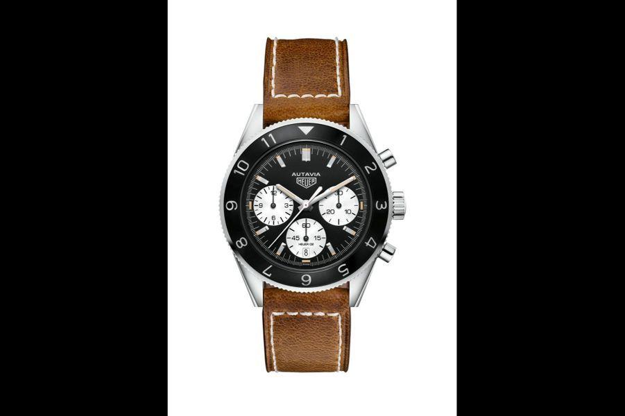 Autavia en acier, lunette en aluminium, 42 mm de diamètre, mouvement automatique, bracelet en cuir. 4 750 €. TAG Heuer.