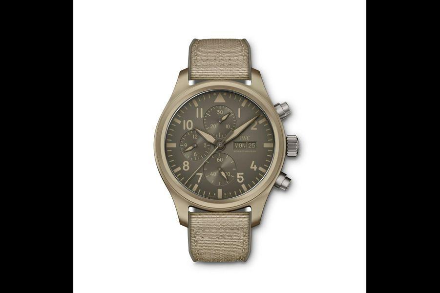 Montre d'Aviateur Top Gun en céramique, 44. 5 mm de diamètre, mouvement automatique, bracelet en toile renforcée. Editionlimitée à 500 exemplaires. IWC. 10 100 euros.
