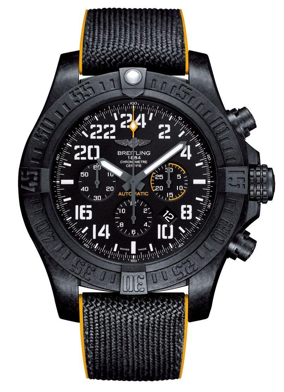 Breitling présente l'Avenger Hurricane, un chronographe chargé en testostérone. Surdimensionné, 50 mm de diamètre, il est robuste et léger grâce à un boîtier étanche à 100 mètres en Breitlight, matériau inédit trois fois plus léger que le titane, et fiable puisque son mouvement a mérité la certification chronomètre. Un label signé par le Contrôle officiel suisse des chronomètres. Une montre pour les hommes, les vrais… Avenger Hurricane en Breitlight, mouvement automatique, bracelet en caoutchouc.
