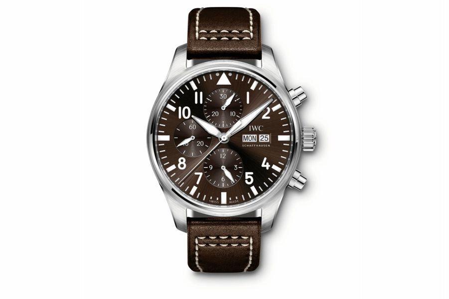 Montre d'Aviateur «Antoine de Saint-Exupery» en acier, 43 mm, mouvement chronographe automatique avec jour et date par guichets, bracelet en cuir. IWC. 5 650 €.