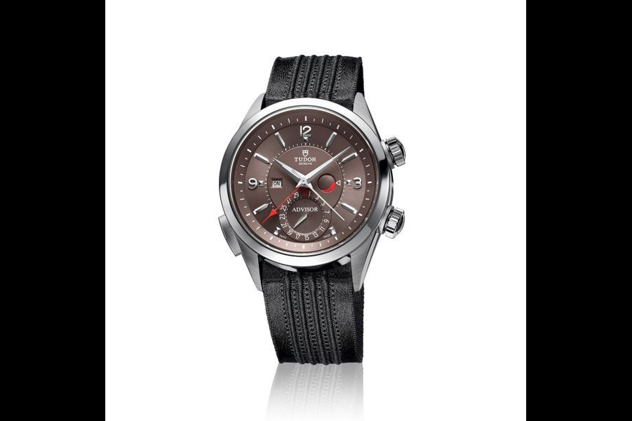 Heritage Advisor en titane et acier, 42 mm, mouvement automatique avec fonction réveil et date par aiguille, bracelet en tissus avec côtes en satin. Tudor. 5 540 €.