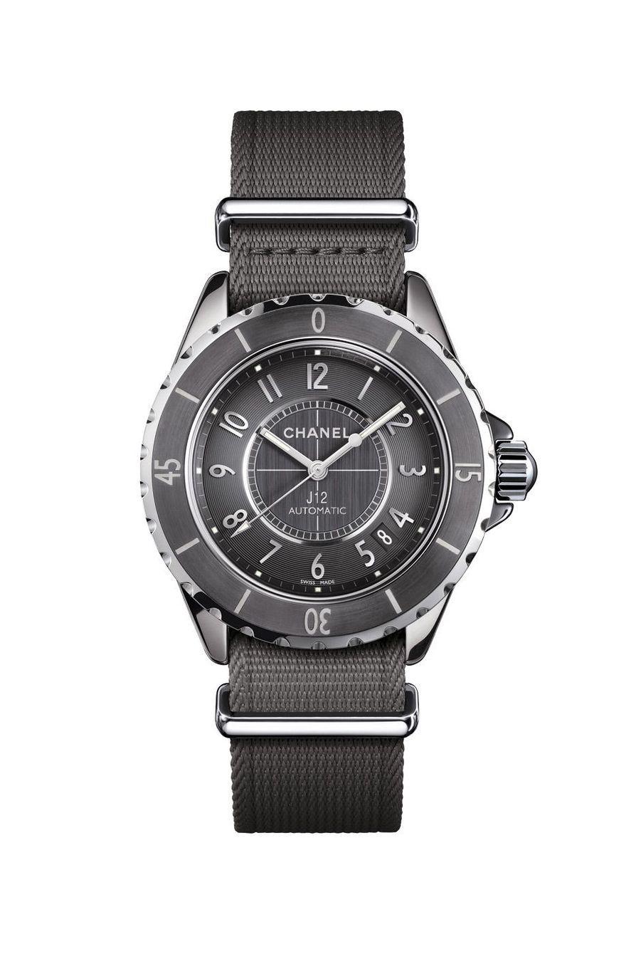 J12-G.10 en céramique titane et acier, 38 mm, mouvement automatique. Chanel. 4 500 €.