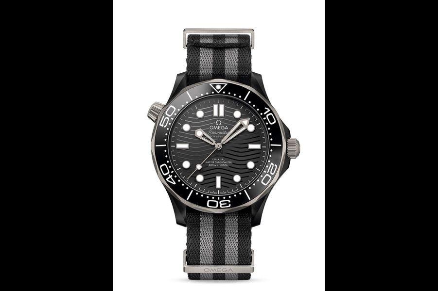 Seamaster Professional Diver 300 M en titane et céramique, 43,5mm de diamètre, mouvement automatique, 7 600 €, Omega.
