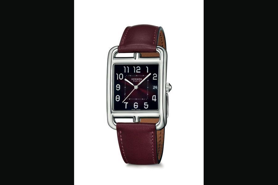 Hermès,Cape Code TGM :Boîte en acier, 33 mm x 33 mm, cadran laqué dégradé rouge, mouvement à quartz, bracelet en veau Rouge H. 2 650 €.