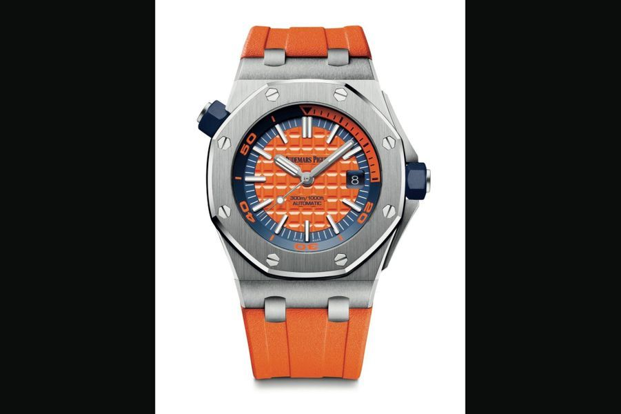 Audemars Piguet,Royal Oak OffShore Diver :Boîte en acier, 42 mm de diamètre, cadran orange motif Méga Tapisserie, mouvement automatique avec date par guichet, bracelet en caoutchouc. 20 200 €.