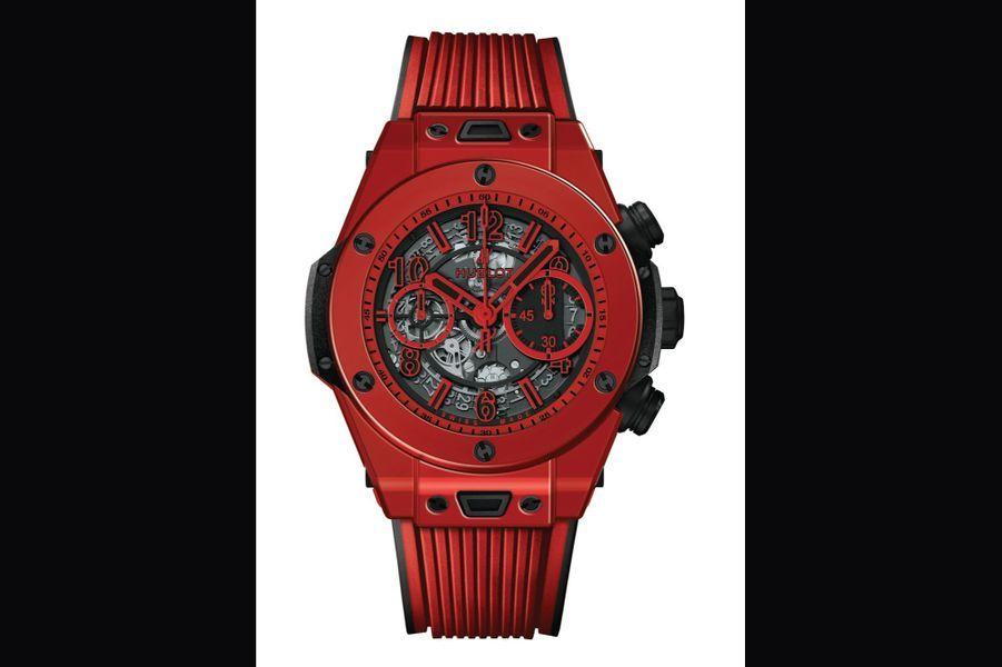 Big Bang Red Magic en céramique, 45 mm de diamètre, mouvement chronographe squelette, bracelet en caoutchouc structuré, Hublot. 25900 euros.