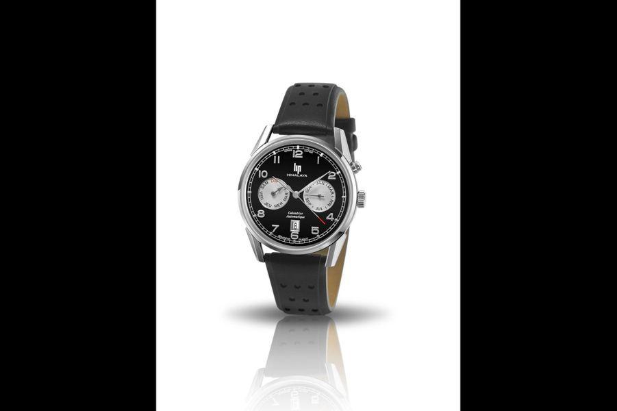 Himalaya Calendrier en acier, 40 mm de diamètre, mouvement automatique avec date, bracelet en cuir perforé. 699 euros. Lip.