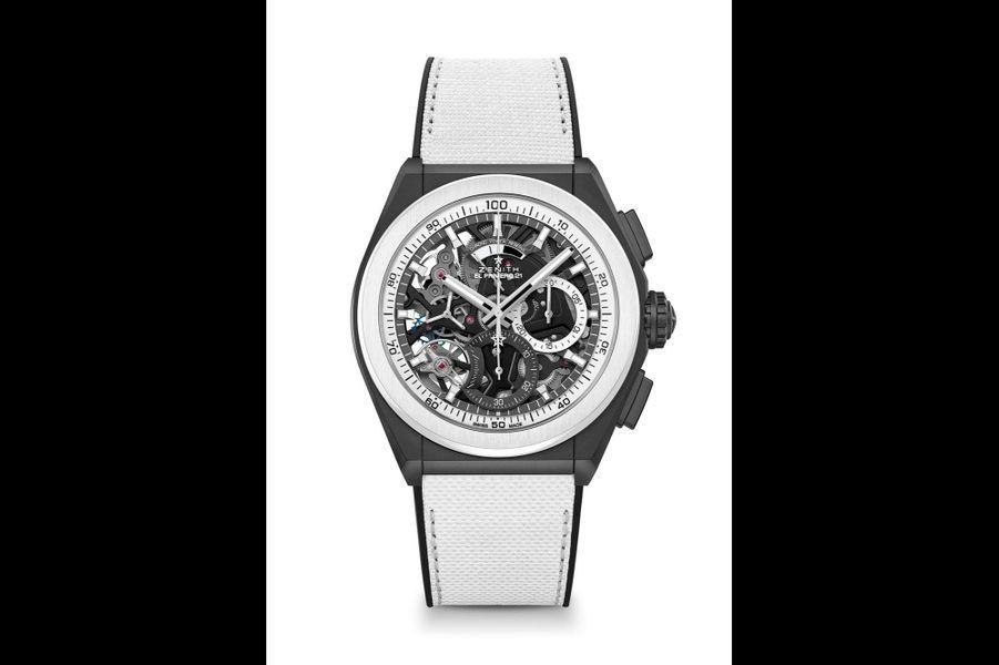 Defy 21 Black & White en céramique, 44 mm de diamètre, mouvement chronographe squelette automatique avec indicateur de réserve de marche, bracelet en caoutchouc. 13700 euros. Zenith