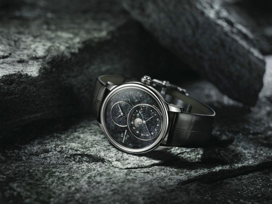 Grande Seconde Moon en acier, 43 mm de diamètre, mouvement automatique, bracelet en alligator. Série limitée à 88 exemplaires. Jaquet Droz. 18700 €.