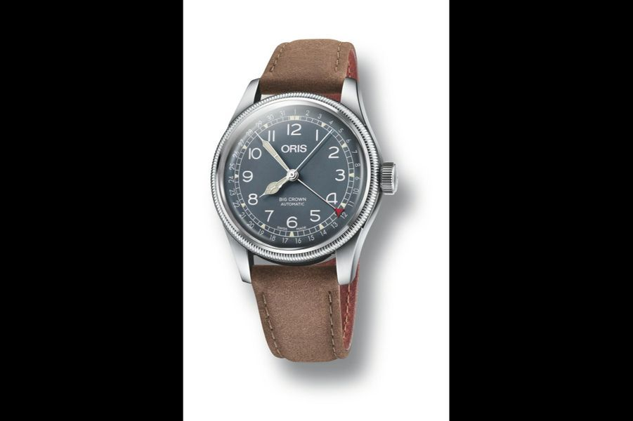 OrisBig Crown Pointer Date en acier, 40 mm de diamètre, mouvement automatique avec date par aiguille, bracelet en cuir. 1 500 €.