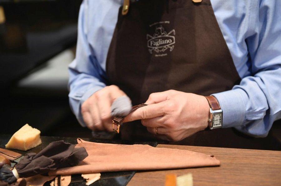 Le célèbre bottier argentin, maison familiale créée en 1892, impose son savoir-faire au travers de son travail unique d'un cuir qui lui est propre.