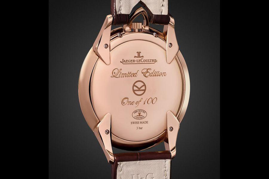 Le dos du boîtier de la montre Master Ultra Thin Kingsman Knife est gravé du logo Kingsman.