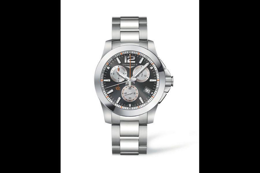 Conquest 1/100th Roland Garros en acier, 41 mm de diamètre, mouvement à quartz, bracelet en acier. Longines. 1 400 €.