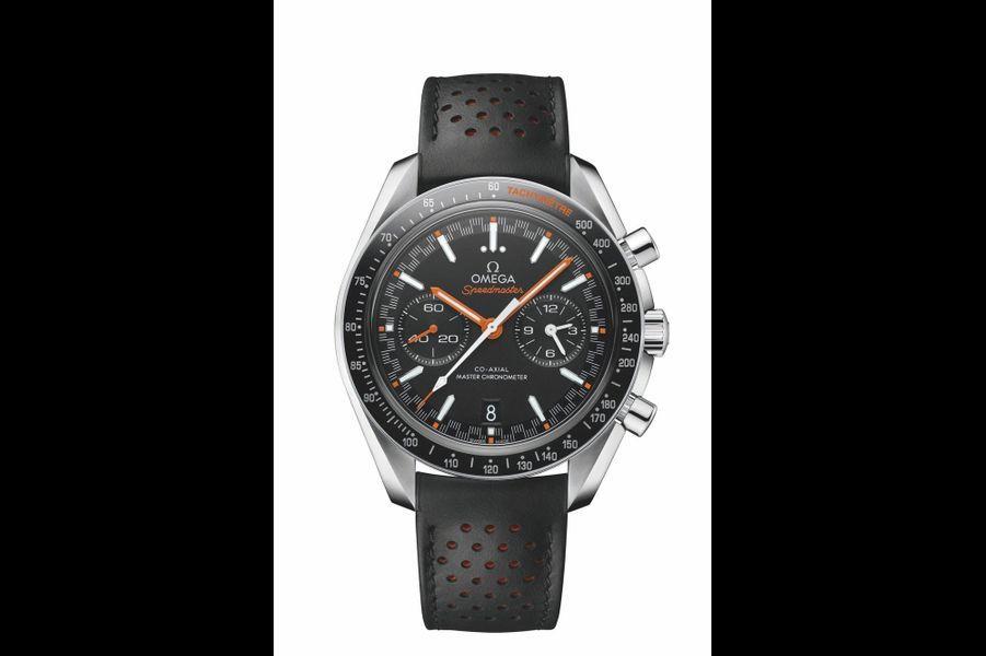 Speedmaster Racing en acier, lunette en céramique, 44, 25 mm de diamètre, mouvement automatique, bracelet en cuir perforé. Omega. 7 800 €.