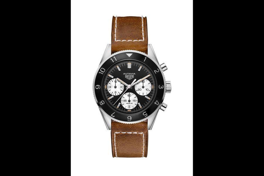 Autavia en acier, 42 mm de diamètre, mouvement automatique, bracelet en cuir vieilli. TAG Heuer. 4 600 €.