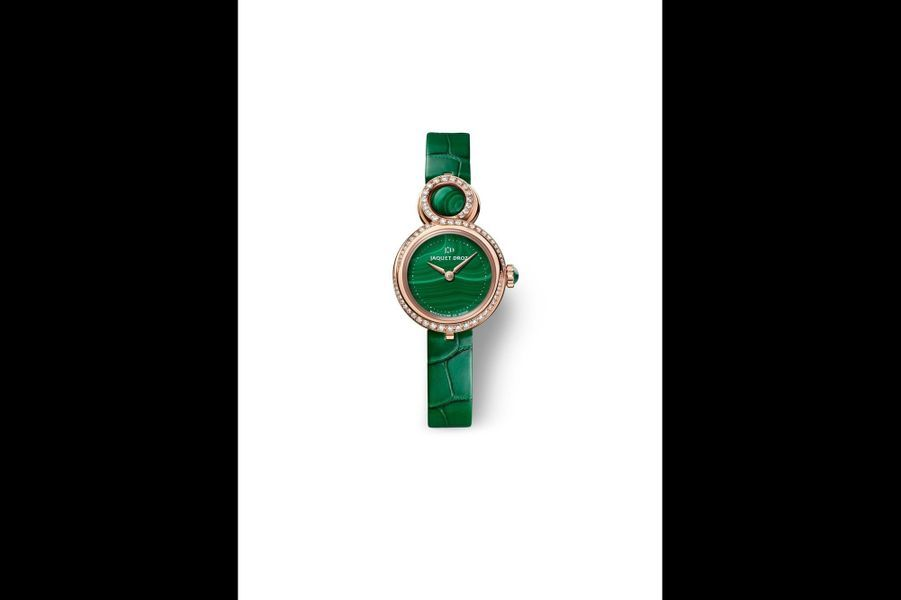 Lady 8 Petite en or rouge, lunette en diamants, 25 mm, cadran en malachite, mouvement automatique, bracelet en alligator. Jaquet Droz. 26 800 €.