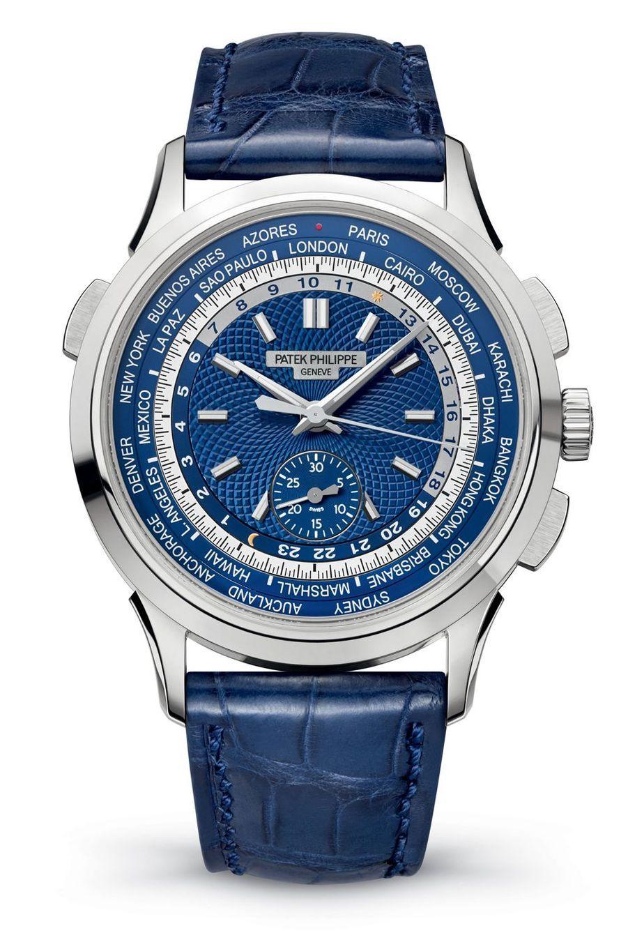Chronographe à Heures Universelles en or gris, mouvement automatique, bracelet en alligator, 66 870 €. Patek Philippe.