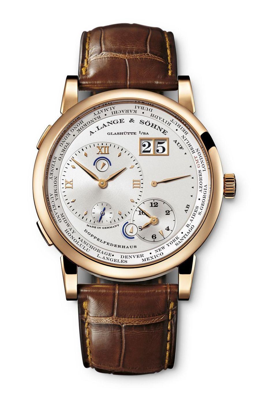 Lange 1 Fuseaux Horaires en or gris, mouvement à remontage manuel, bracelet en alligator, 44 400 €. A Lange & Söhne.