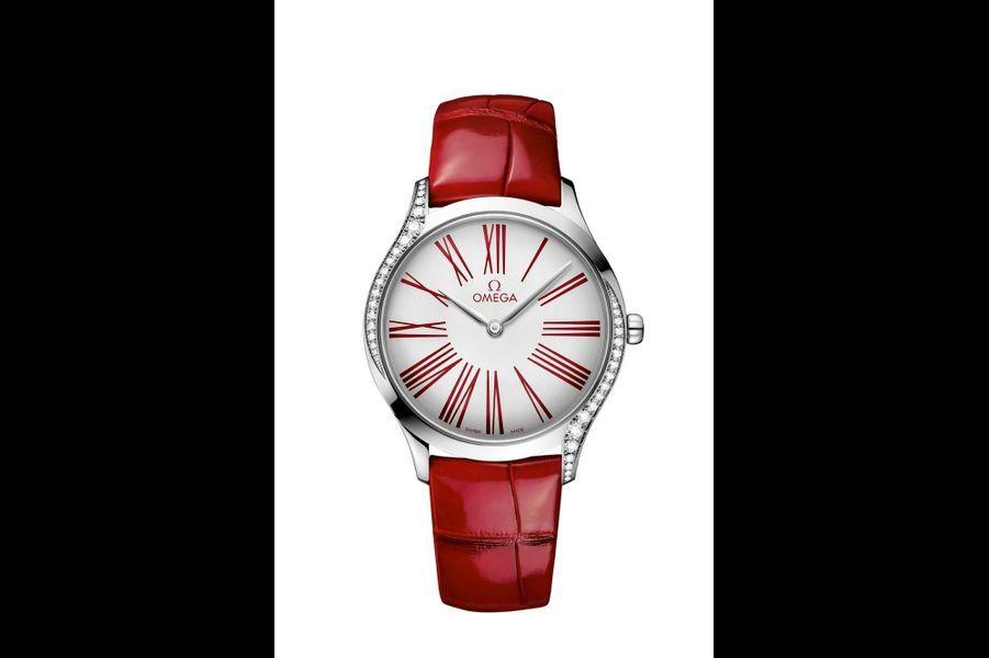Trésor en acier, 36 mm de diamètre, lunette sertie de diamants, mouvement automatique, bracelet en alligator, 4 100 €. Omega.