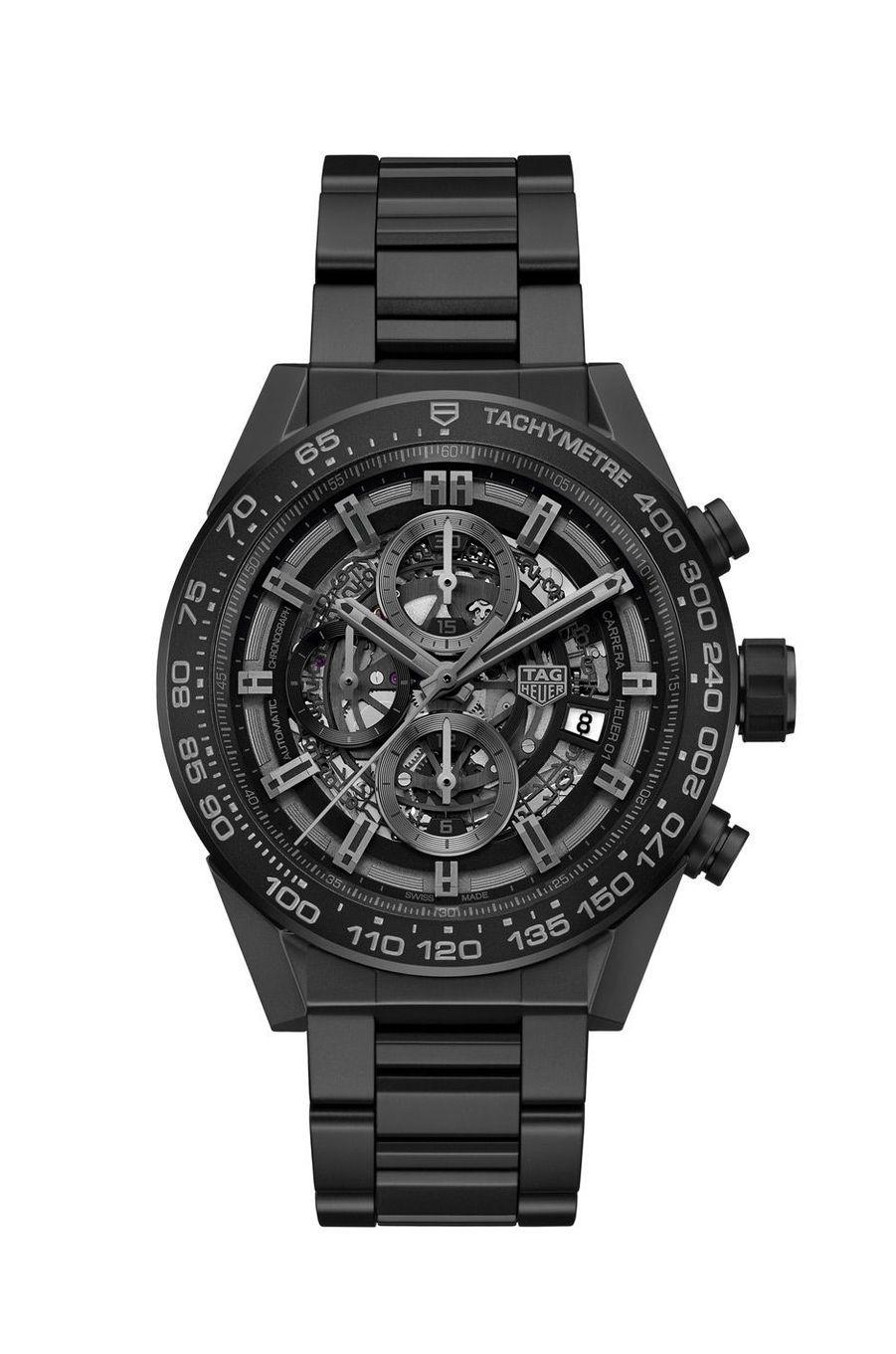 Carrera Heuer-01 en céramique, 45 mm de diamètre, mouvement chronographe squelette automatique, bracelet en céramique. 5 640 €. TAG Heuer.