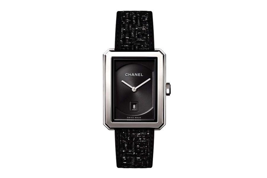 Boy.Friend en acier, 34.5 x 27 mm, mouvement à quartz avec date par guichet, bracelet en tweed. Chanel Horlogerie. 3900 €.