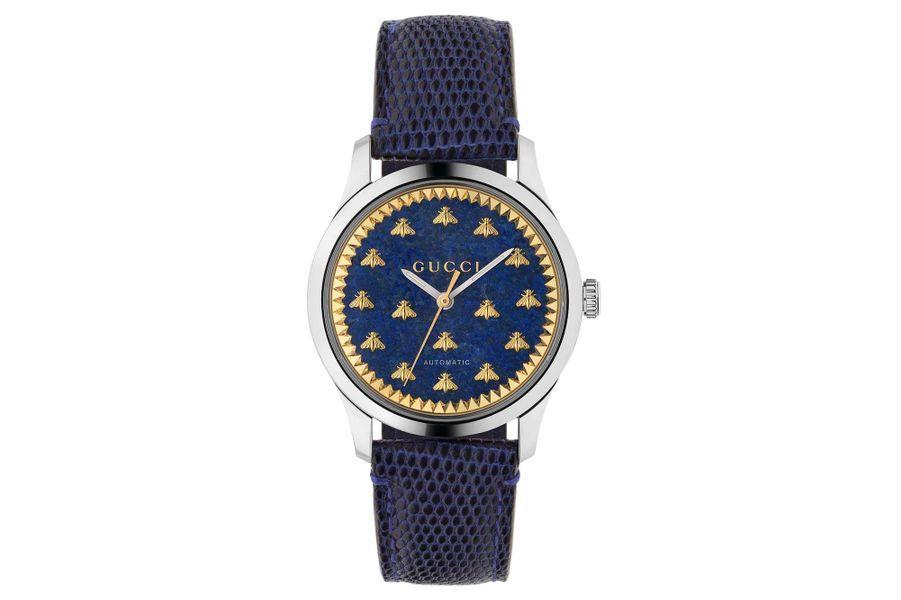 G-Timeless en acier,38 mm de diamètre, mouvement automatique, bracelet en lézard. Gucci. 2300 €.